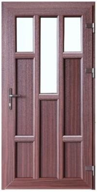 Sarkankoka krāsa, dizains un papildu aprīkojums padara PVC durvis ideāli piemērotas jebkura veida arhitektūrai un interjera dizainam