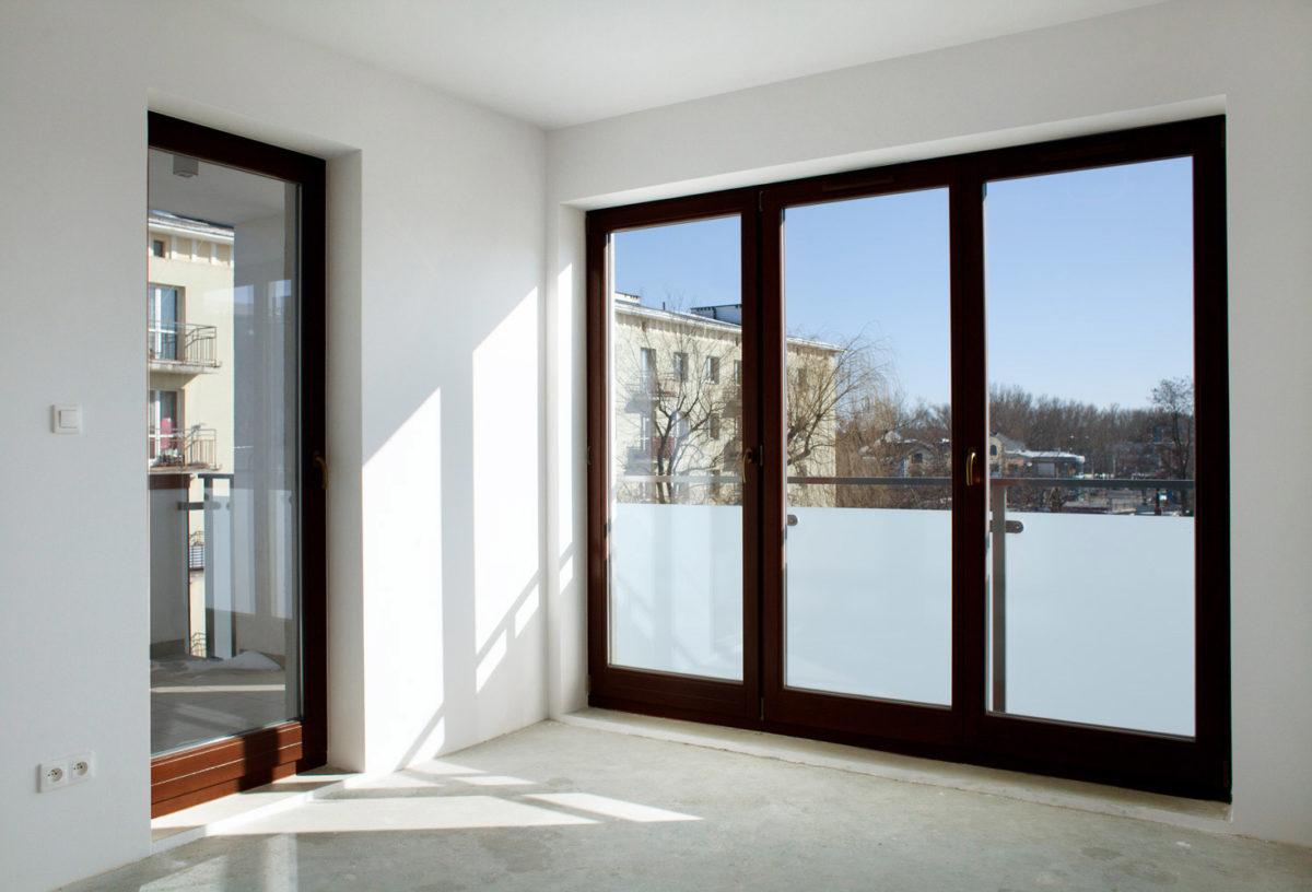 Mūsu PVC pakešu logu un durvju realizācijas piemērs MPO-011